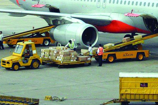 Logistics hàng không: Khó tăng tốc vì giá cước